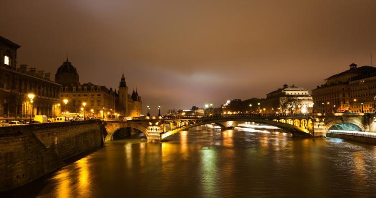 An enchanting stroll along the Quai de Seine