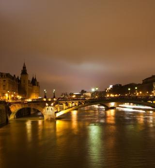 Une balade enchanteresse le long du quai de Seine.