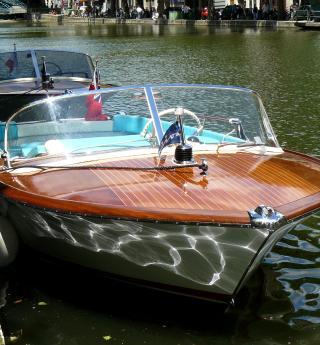 Paris glamour avec une croisière en bateau Riva