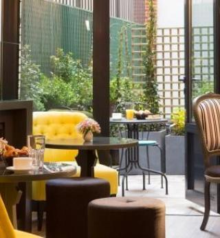 Enjoy a fine breakfast at the Hotel Les Plumes