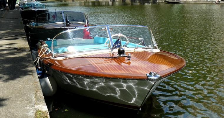 Glamorous Paris with a Riva boat cruise