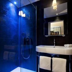Les Plumes Hôtel Paris - Salle de bain éclairage bleu